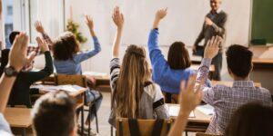 Учениците от 6 до 12 клас остават вкъщи и ще учат онлайн до 30 ноември