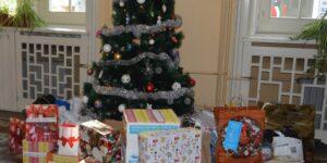 """Кампанията """"Елха на доброто"""" събира подаръци за деца в риск"""
